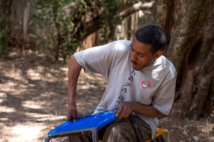 """""""What I want is not added benefits because of my disability. I just want someone to believe in my passion for work and invest in it – as that is what I hope to do for others."""" """"አካል ጉዳተኛ በመሆኔ ብቻ የተለያዩ ጥቅማ ጥቅሞች እንዲሰጡኝ አልፈልግም፡፡ የስራ ፍላጎቴን ተረድቶ የሚያምንብኝና የሚተባበረኝ ሰው ነው የምፈልገው፡፡"""""""