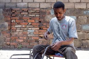 """One of the things I wish to accomplish in my lifetime is to gather those who beg on the streets, whether they have a disability or not, and train them on how to do hand crafts."" ""አንድ በሕይወት ዘመኔ ማሳካት የምፈልገው ነገር ቢኖር መንገድ ላይ የሚለምኑ ወገኖቼን አካል ጉዳተኛ ሆኑም አልሆኑም አደራጅቼ በተለያዩ የእጅ ሙያ ስራዎች ማሰልጠን ነው፡፡"""