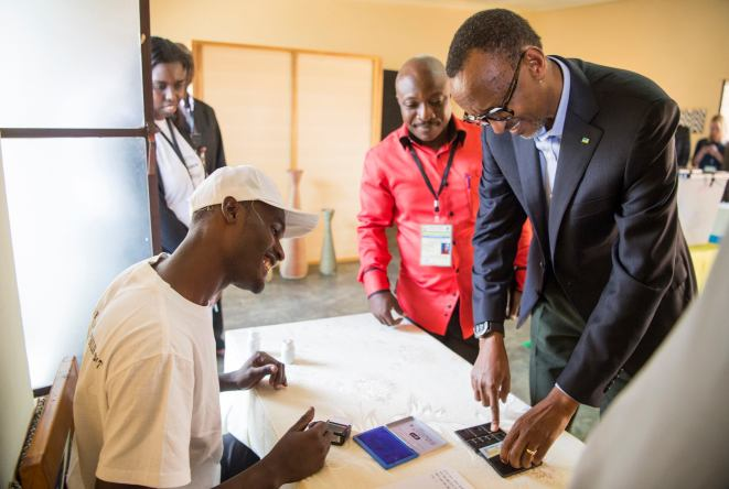 Photos: Paul Kagame and his family voting in Kigali, August 4th, 2017 (Flickr / Paul Kagame)